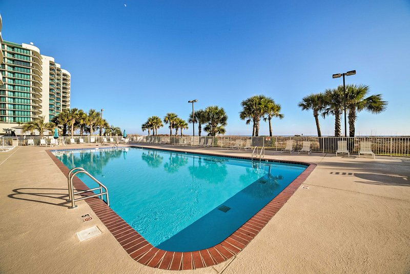 Take advantage of the amenities offered throughout the Regency Isle complex.
