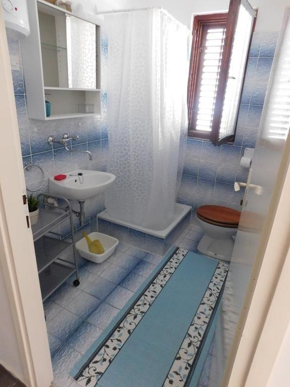 A1 (2 + 1): salle de bain avec toilette