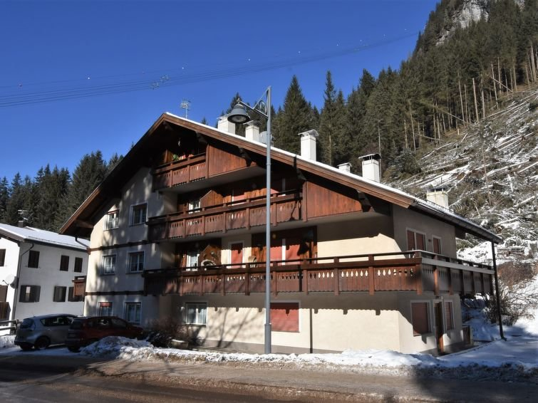 2 bedroom Apartment with Walk to Shops - 5028875 Chalet in Canazei