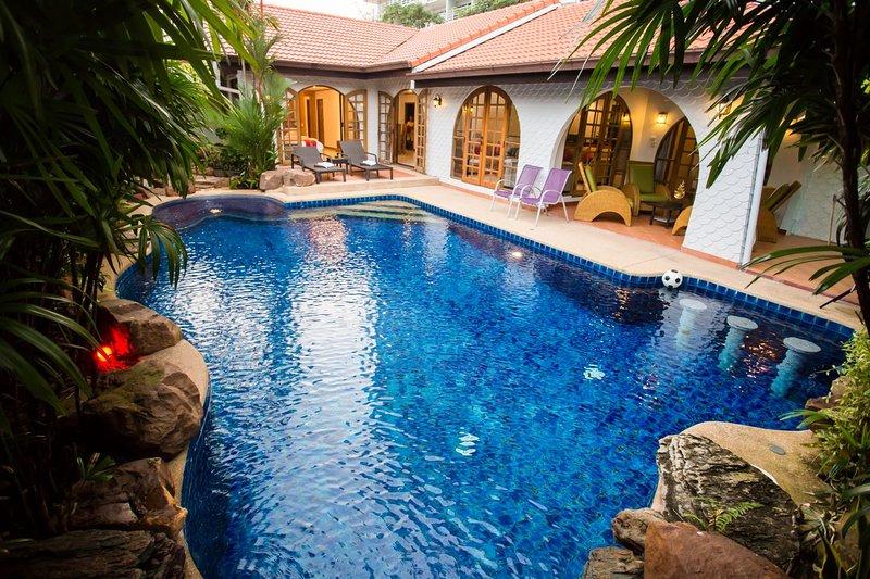 Grand Condo Wasana Pool villa 300meter from the beach, holiday rental in Jomtien Beach