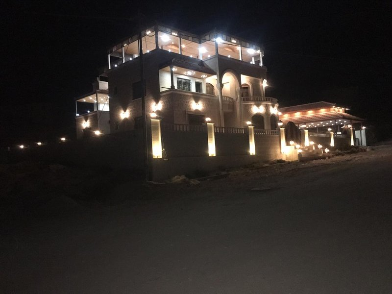 Relaxing Oasis Villa, holiday rental in Ma'an Governorate