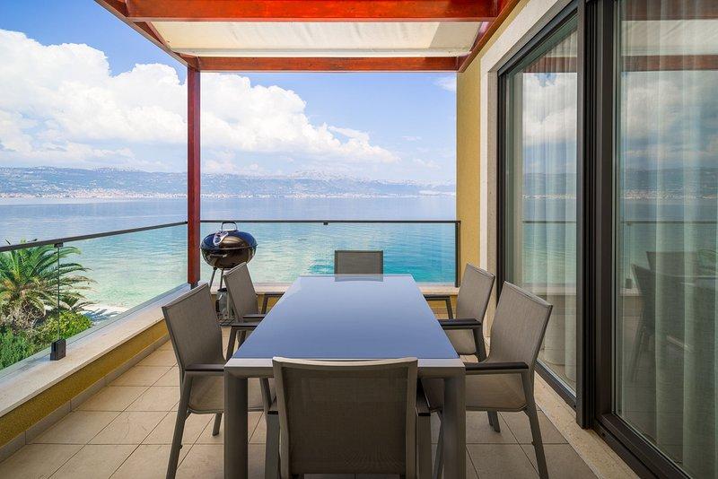 Beachfront Apartment Lemonade II, casa vacanza a Slatine