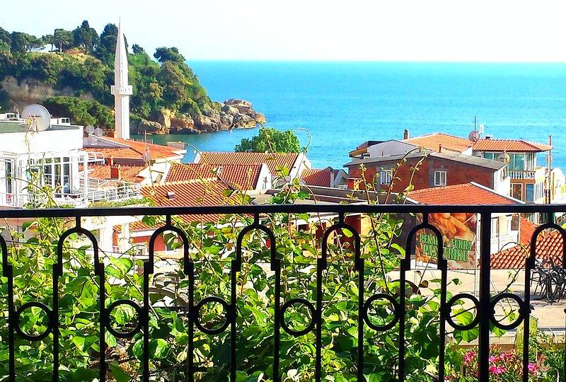 Double studio with sea view - best location, location de vacances à Ulcinj