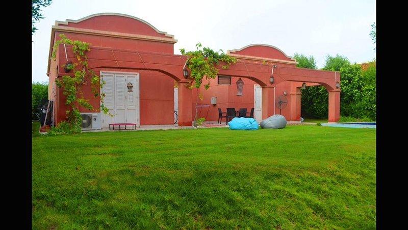 Walid Villa, Private Pool, Stand Alone Villa, holiday rental in Giza