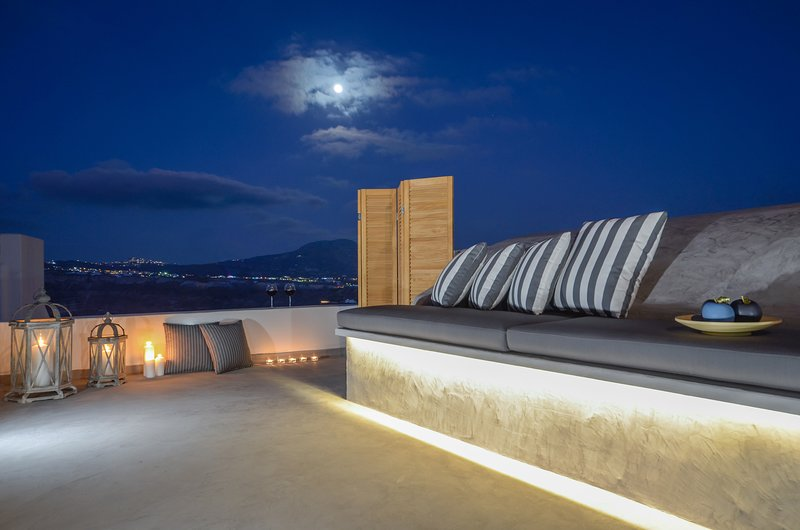 Enjoy Sunsets Fully Equipped 2BR House-Rooftop Lounge+Panoramic View, location de vacances à Akrotiri