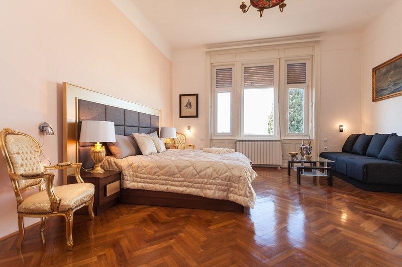 Villa Muenz Luxurious Residence, holiday rental in Pjescana Uvala