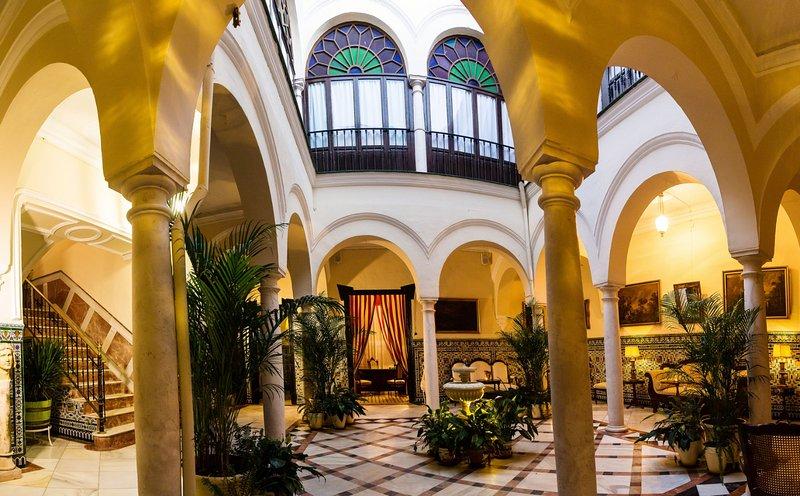 Habitación en Casa-Palacio en el centro de Ecija,Sevilla., holiday rental in Santaella