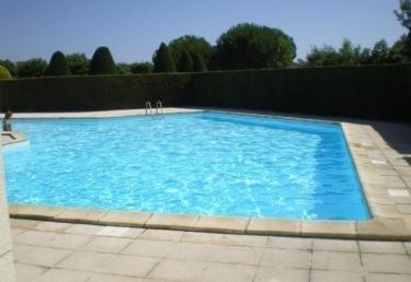 Petite maison dans résidence avec piscine, holiday rental in Saint-Hilaire-la-Foret