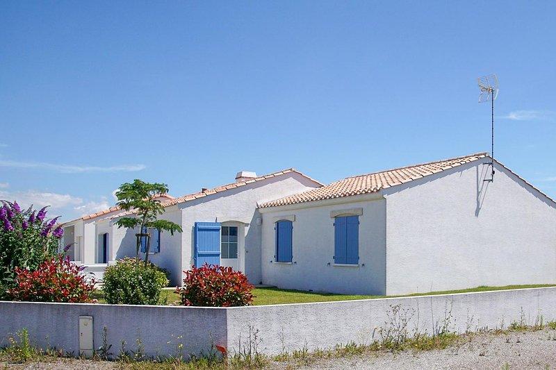 Proximité du centre ville et de la mer, holiday rental in Jard-sur-Mer