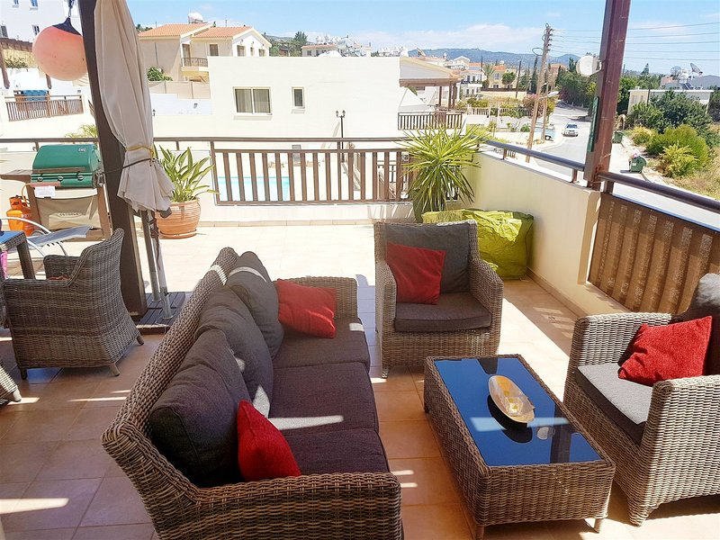 Paschali Hills 2 Bed Apartment, vacation rental in Peyia
