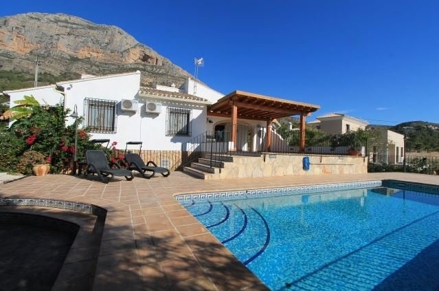 Villa and pool with stunning backdrop of Montgo Mountain