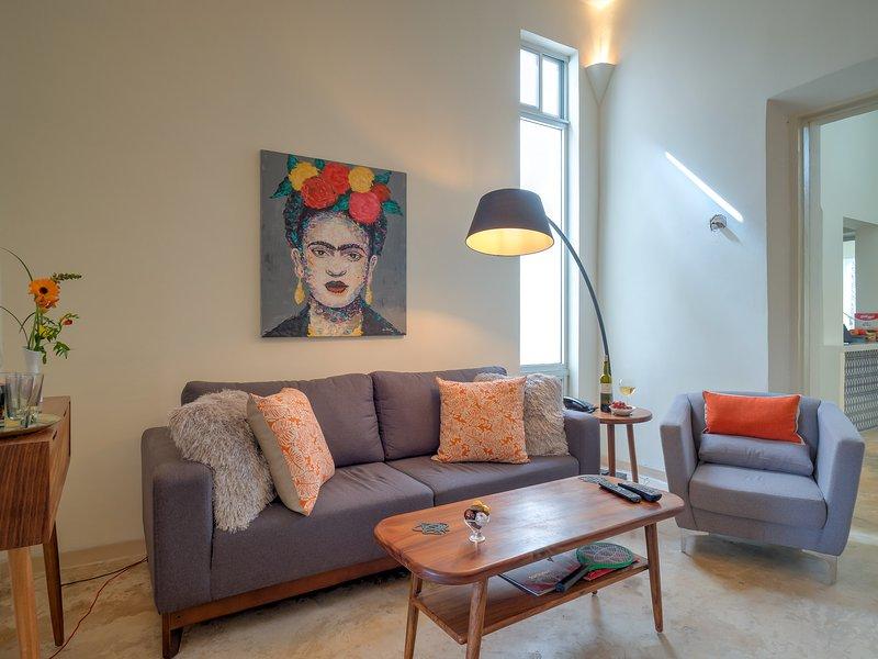 Stylish, modern colonial in the heart of Oldtown Merida, vacation rental in Merida