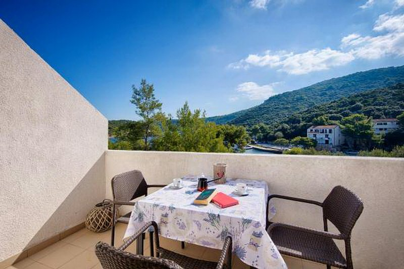 Apartments Bruna Lastovo-One Bedroom Apartment with Balcony and Sea View, holiday rental in Pasadur