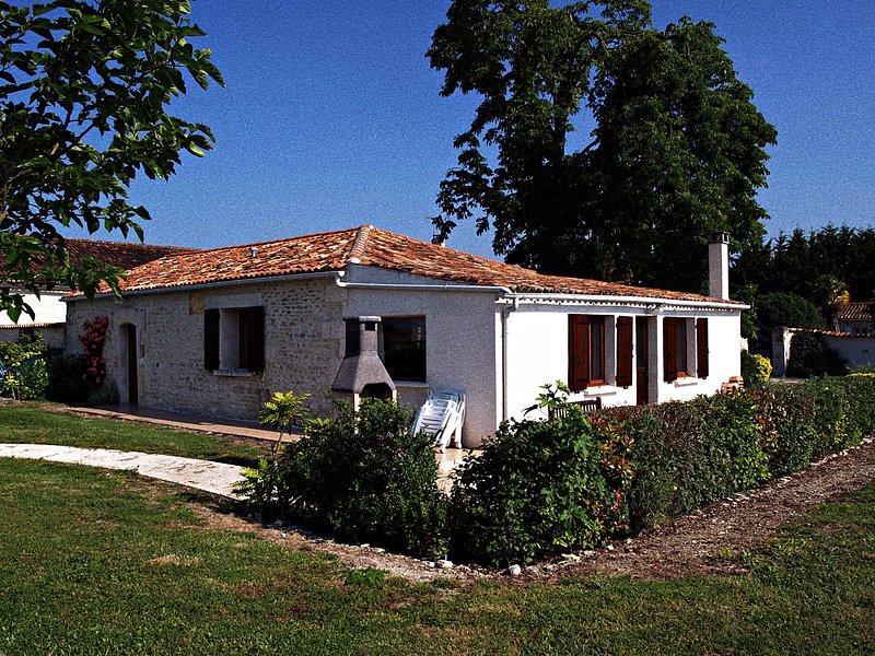 Gites Le Marronnier - Les Gites de Brives, holiday rental in Saint Seurin de Palenne