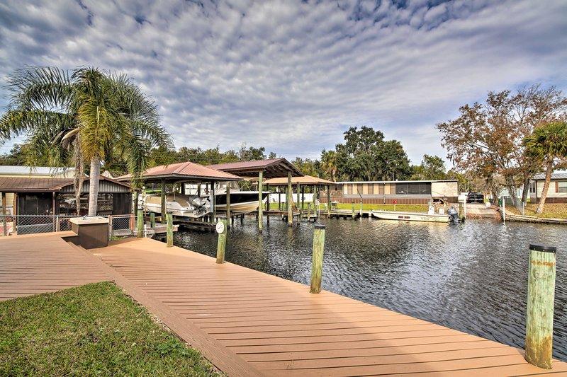 Waterfront Homosassa Home w/ Private Dock!, alquiler vacacional en Homosassa Springs