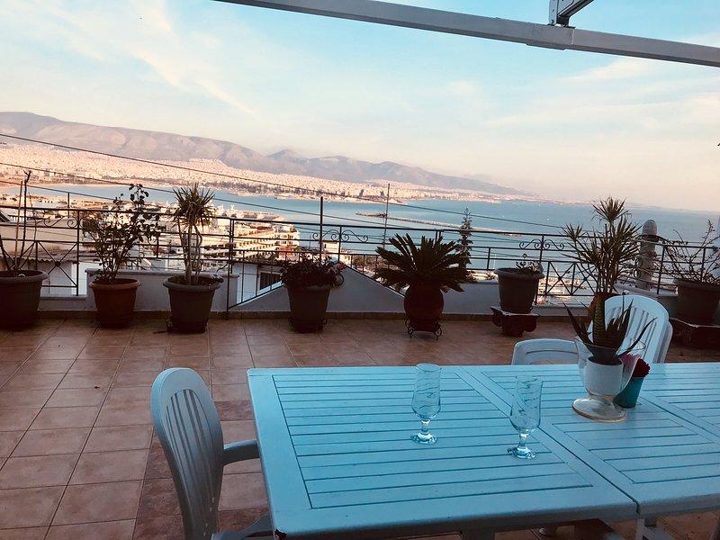 Suite with unlimited sea view - Piraeus Lux Secret, location de vacances à Piraeus