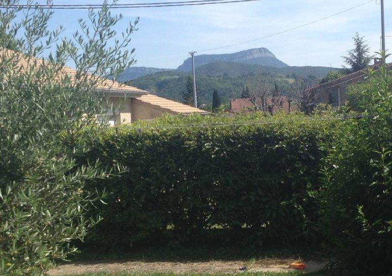 Maison avec jardin proche centre ville, location de vacances à Divajeu