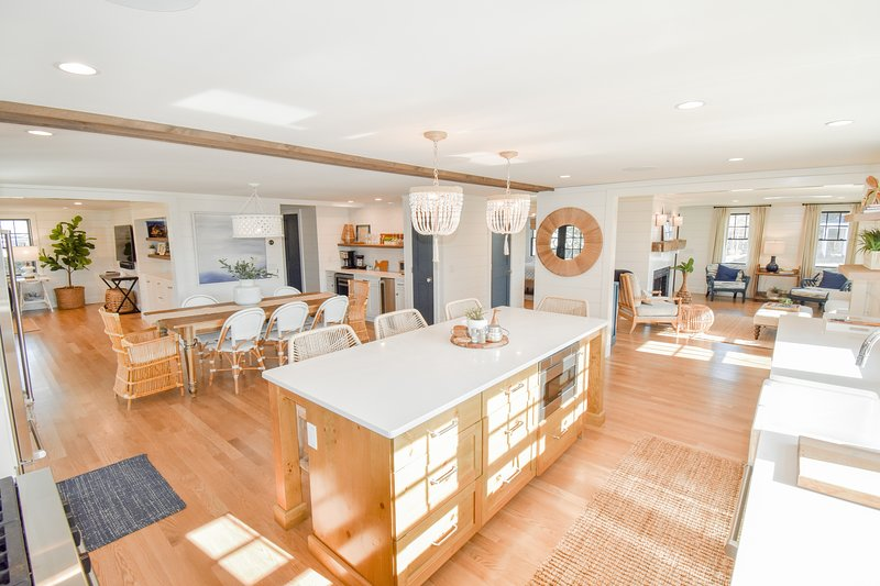 #713: Magazine Worthy, Top of the Line Furnishings, 2 Min Walk to Beach!, vacation rental in Harwich Port