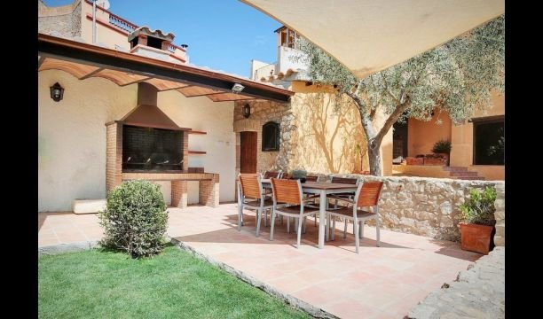 Capmany Apartment Sleeps 5 with Pool and Air Con - 5622320, alquiler vacacional en Agullana