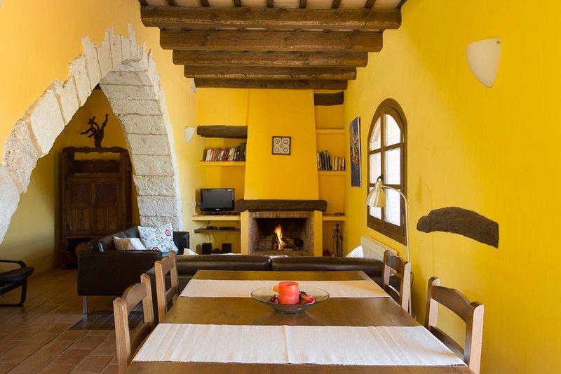 Comedor y Salón / Dining and Living Room