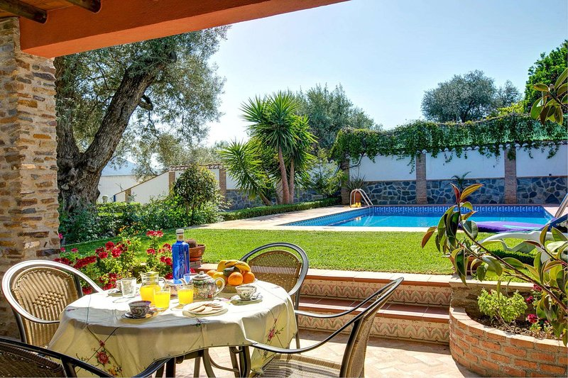 Orgiva Villa Sleeps 4 with Pool Air Con and WiFi - 5604482, holiday rental in Carataunas
