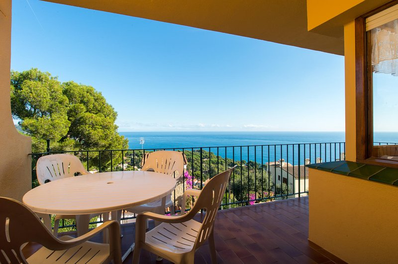 Calella de Palafrugell Apartment Sleeps 6 with Pool and WiFi - 5246952, vacation rental in Calella de Palafrugell