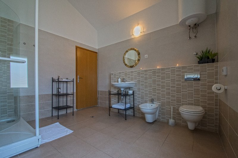 A5 (4): bagno con wc