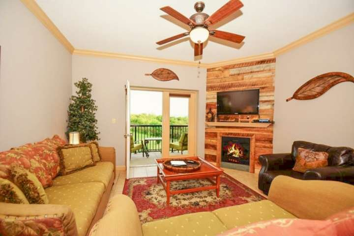 Welcome to Mountain View #3407, a luxury three bedroom condominium in the heart of Pigeon Forge!