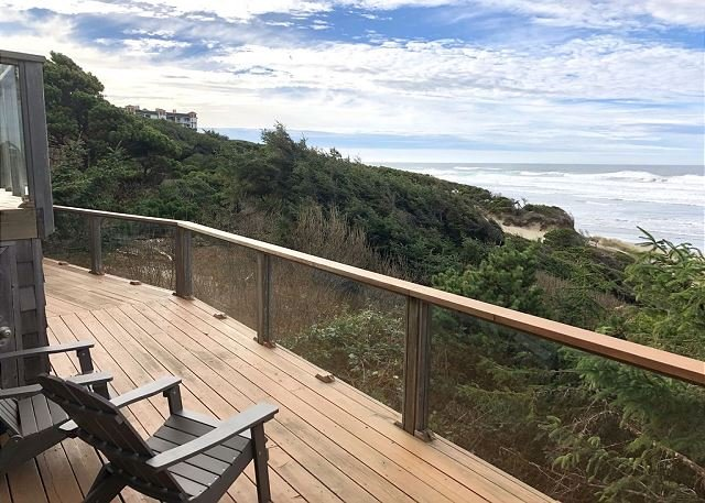 Experience beautiful timbers & oceanfront views near the heart of Nye Beach!, alquiler vacacional en Newport
