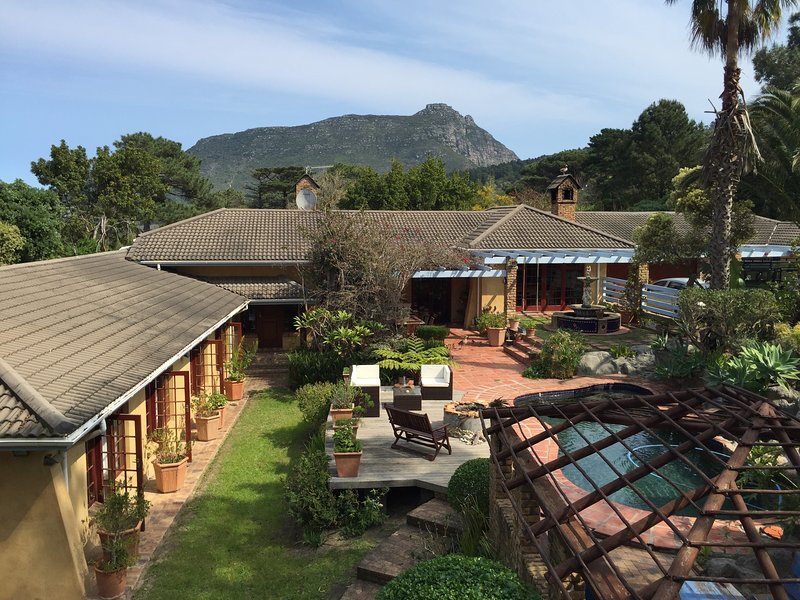 Unique Hout Bay House on Half Acre, holiday rental in Hout Bay