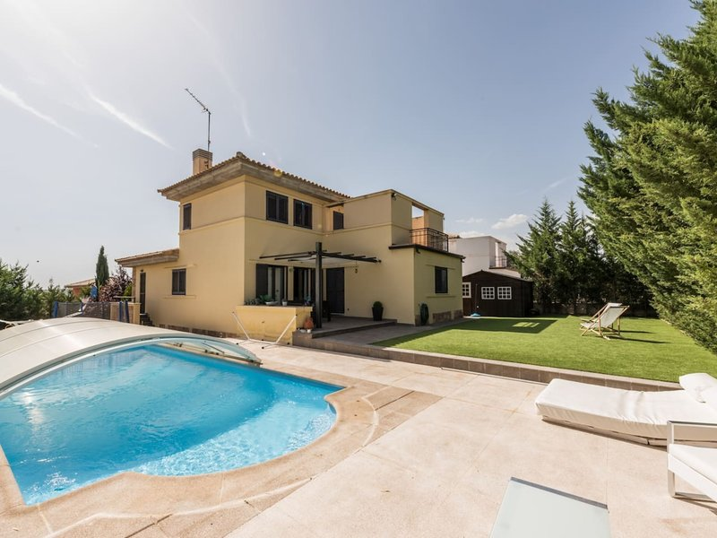 Villa with garden and private swimming pool 4BED, vacation rental in Hoyo de Manzanares