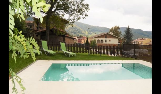 Sant Pau de Seguries Villa Sleeps 8 with Pool - 5622445, alquiler vacacional en Olot