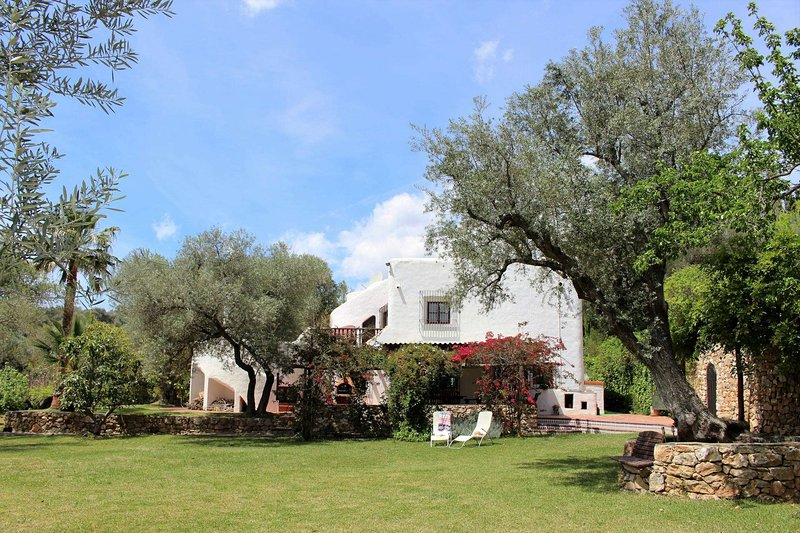 Orgiva Villa Sleeps 9 with Pool Air Con and WiFi - 5604497, holiday rental in Velez de Benaudalla