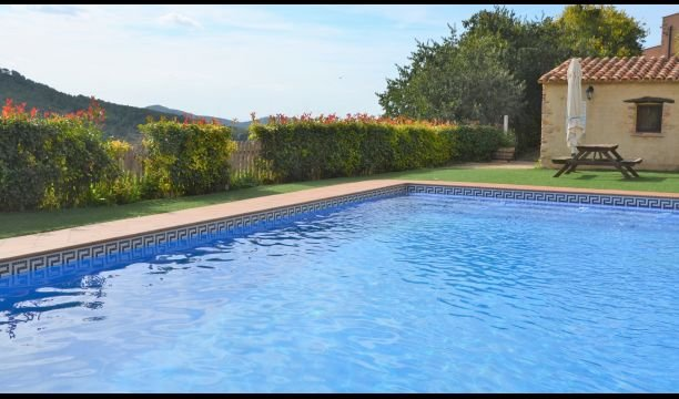 Juncosa Villa Sleeps 11 with Pool - 5840932, holiday rental in Figuerola del Camp