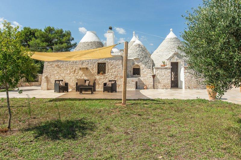 The front of the villa (trullo)