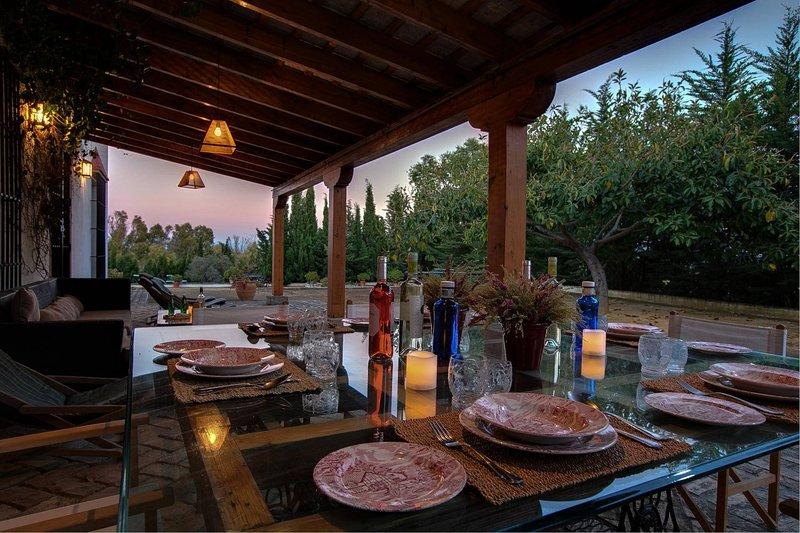 San Pedro Villa Sleeps 6 with Pool and WiFi - 5604459, holiday rental in La Barca de la Florida