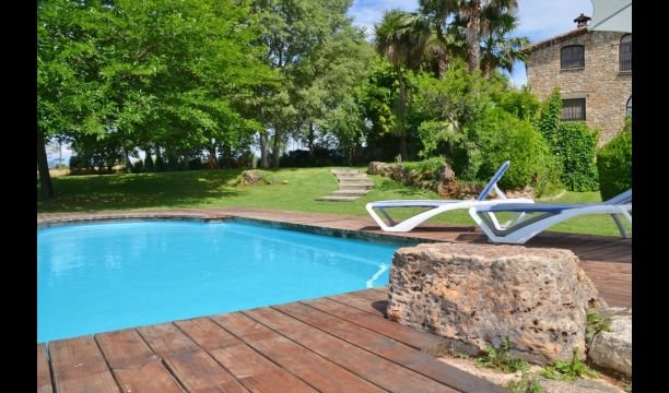 Faras Villa Sleeps 13 with Pool - 5622322, vacation rental in Sales De Llierca