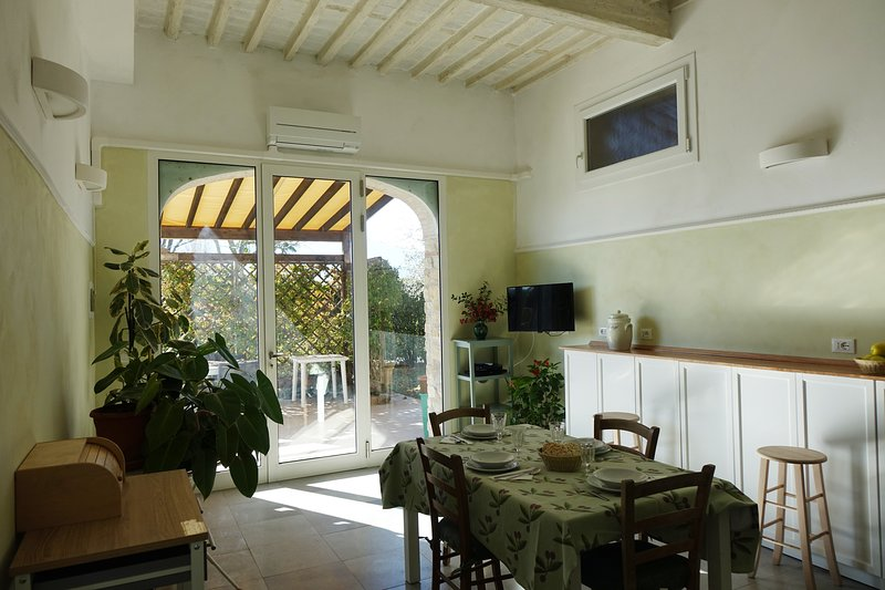 CORTEN very bright house on the ground floor surrounded by greenery, vacation rental in Guamo