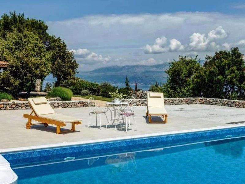 Villa Silente**** with swimming pool, whirlpool, sauna and tennis court, casa vacanza a Donji Humac