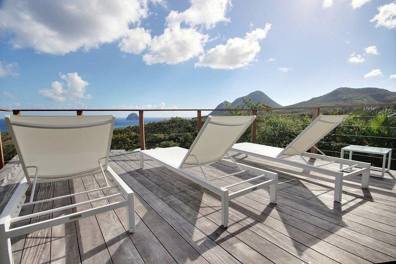 Villa Agapé: bac de punch avec vue sur Rocher du Diamant, location de vacances à Le Diamant