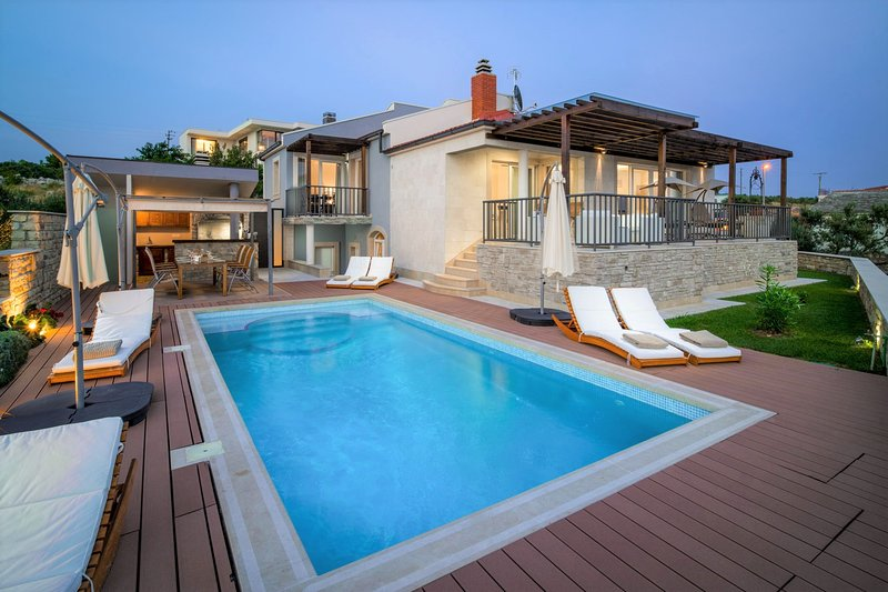 Villa Blue Lagoon with Swimming Pool, holiday rental in Primosten