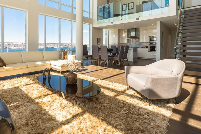 The Penthouse at King's Wharf, vacation rental in Fall River
