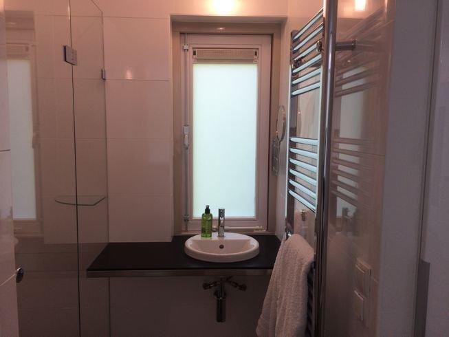 badkamer met regen en hand douche