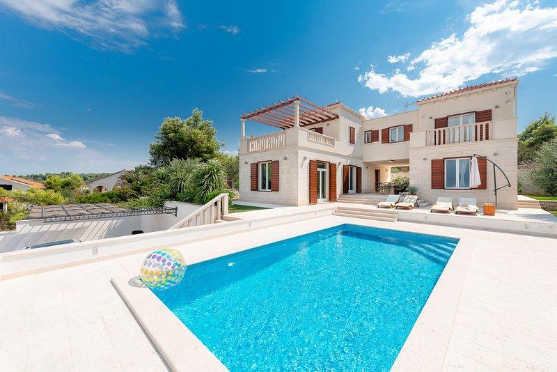 Villa Whisper with Pool, holiday rental in Splitska