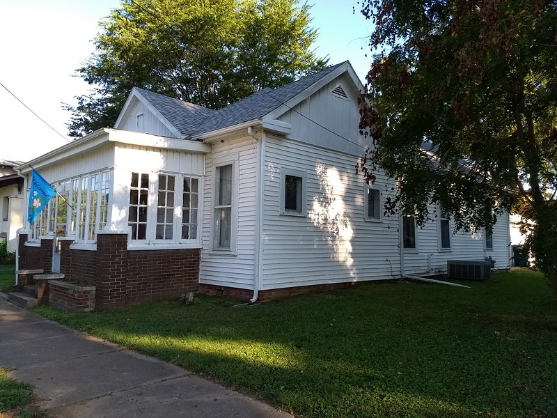 Cottage on Mill Street -Two Bedrooms, vacation rental in New Harmony