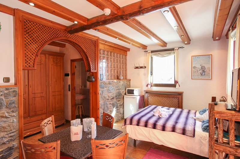 Casa Rural Restaurant Borda Patxeta 4 Pax, holiday rental in Ordino
