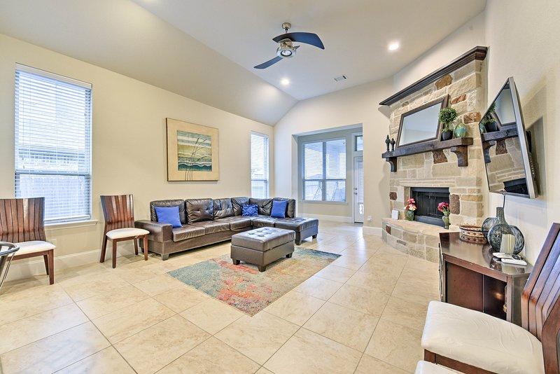 Con camas para 14, esta casa de 3,000 pies cuadrados es ideal para grupos grandes.