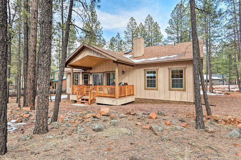 The property is located in the Pinetop Lakes Country Club.
