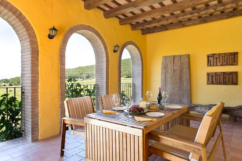 Casa Rural La Torre 18 - Villa in the Penedès Countryside, vacation rental in Subirats