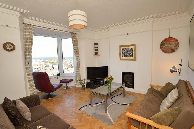 Sam's Place self catering apartment with sea view. Sleeps 4 - 5, aluguéis de temporada em St Ives